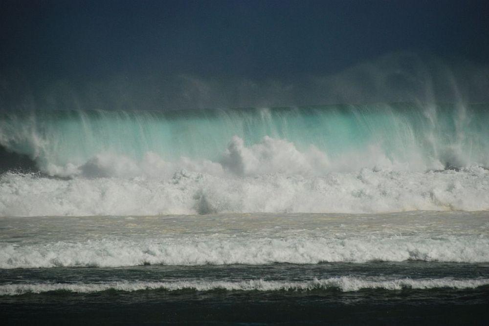 a-more-foto-ostrov-reunion-20-11-zari-04-330-vlny-10-m