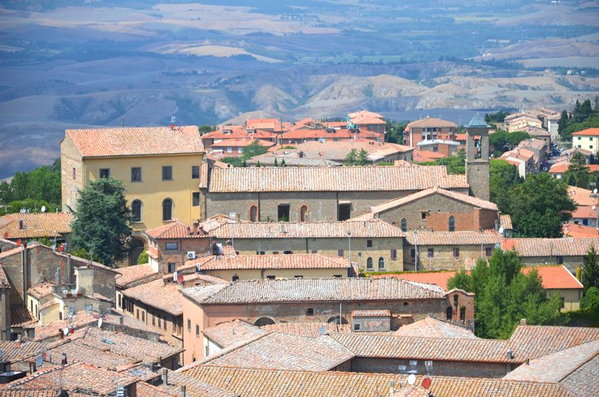 6)-Volterra-in-Tuscany
